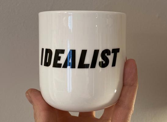 Glasierter Keramik-Becher Idealist