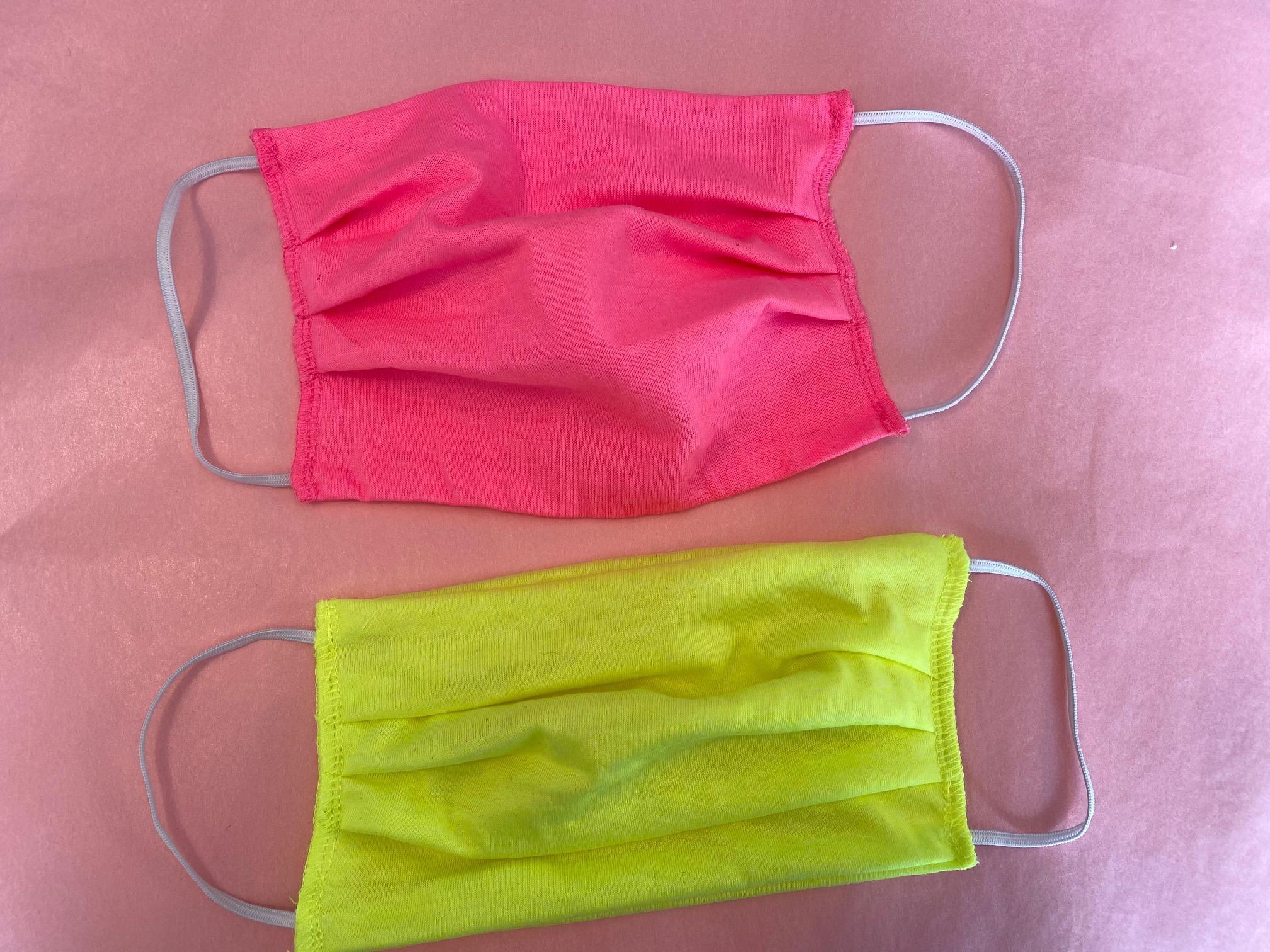 Neonfarbene Gesichtsmaske
